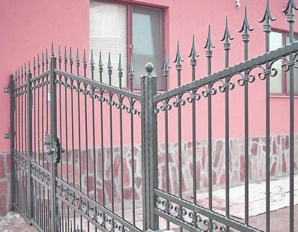 Огради от ковано желязо – стил и инвестиция в бъдещето